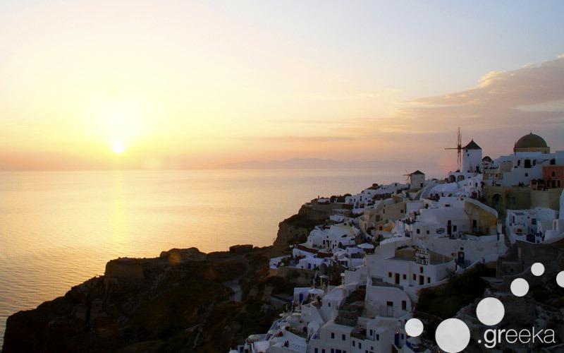 Crete island hopping to Santorini