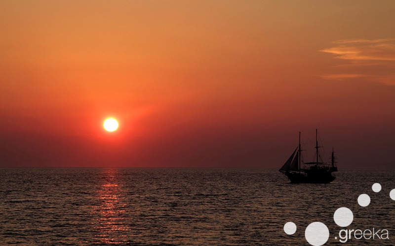 What not to miss in Greece: Sunset of Santorini