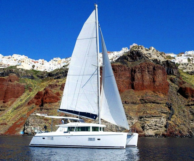 Day sailing excursion around Santorini