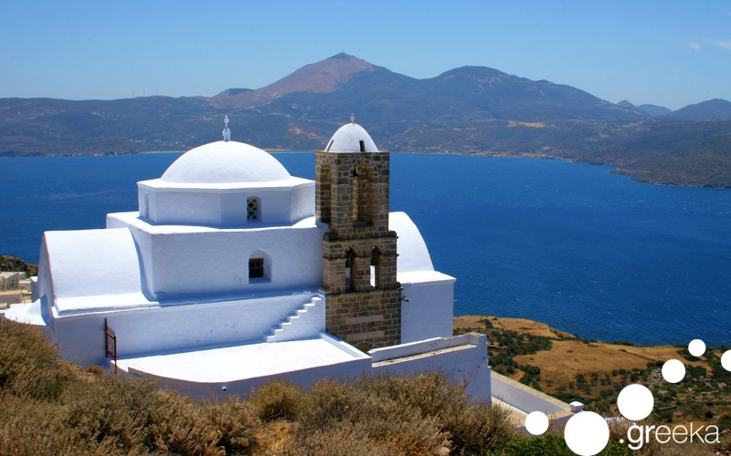 Island hopping vacations from Santorini to Mykonos, Folegandros and Milos