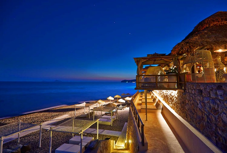 Beach bars to party in Santorini