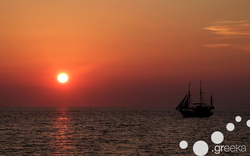 Santorini tours: sunset sailing cruise