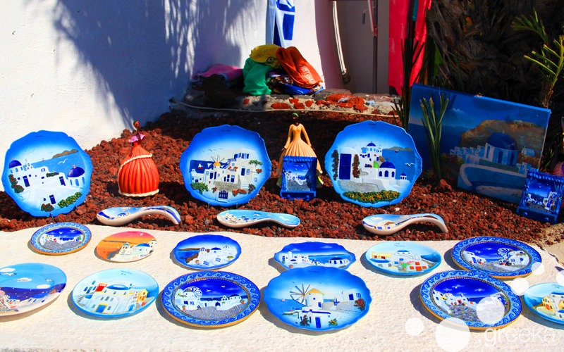Things to buy in Greece: Souvenir plates from Santorini