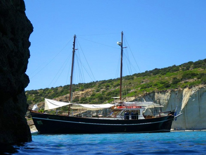 Milos tours: Boat tour to Kleftiko Sea Caves
